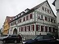 """Asia Vu, """"Gaststätte Lamm"""", traufständiger Putzbau, große Rundbogendurchfahrt, erstmals erwähnt 1618 als Pferdewechselstation, Umbau 18. Jh. - panoramio.jpg"""