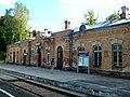 Augustów, dworzec kolejowy, widok od strony peronów.jpg
