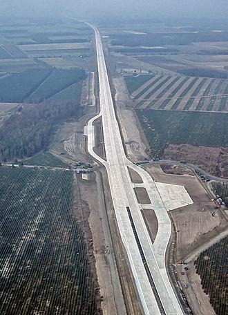 Bundesautobahn 29 - Image: Autobahn Notlandeplatz A29 Ahlhorn Do D DF ST 85 05075