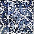 Azulejos de padrão com florão e volutas.jpg