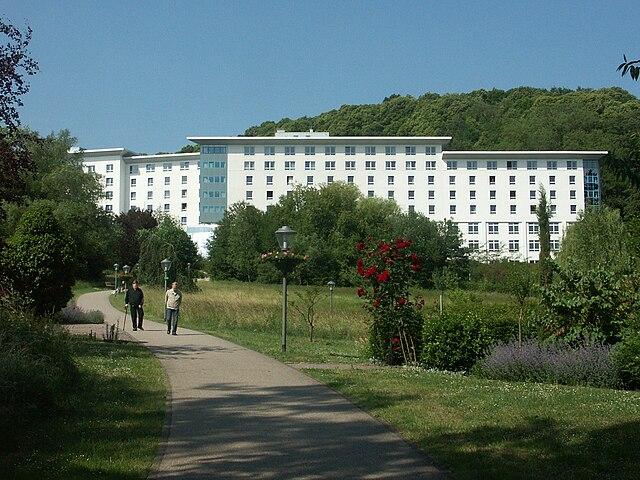 File:Bad Bergzabern Edith Stein Klinik.Jpg - Wikimedia Commons