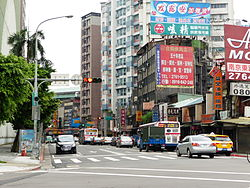 Bade Road Section 4, Taipei 20140523.jpg