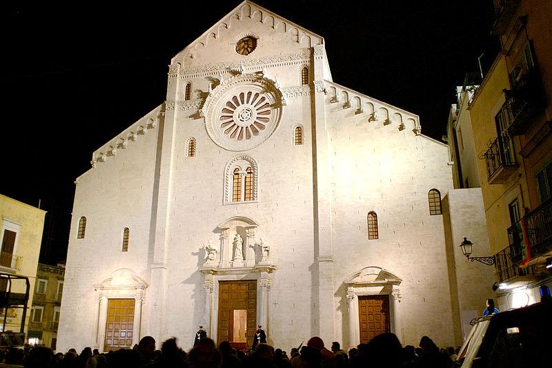 http://upload.wikimedia.org/wikipedia/commons/thumb/b/b1/Bari_Cattedrale_San_Sabino.jpg/800px-Bari_Cattedrale_San_Sabino.jpg