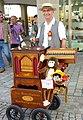 Bayreuth, Straßenmusikant, Drehorgel, 10.08.10.jpg