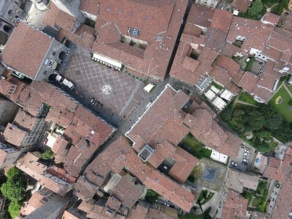 Bergamo de la drone, Piazza Vecchia