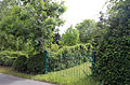 Betts Lane gate, hedge and garden at Nazeing, Essex, England 02.JPG