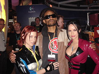 SiN Episodes - Models Cindy Synnett dressed as Jessica Cannon (left) and Bianca Beauchamp dressed as Elexis Sinclaire (right) at E3 2006