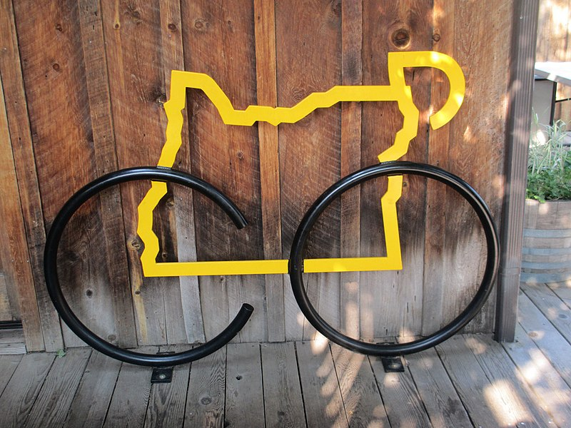 File:Bike sculpture, Sisters, Oregon (7967326292).jpg