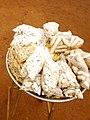 Biscuits fabriqués exposé à la vente à la gar automobile de Bohicon-Bénin.jpg