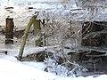 Bizarre Eisgebilde im Hohlraum - panoramio.jpg