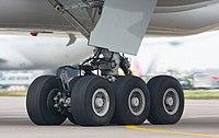 عجلات طائرة من نوع بوينغ 777