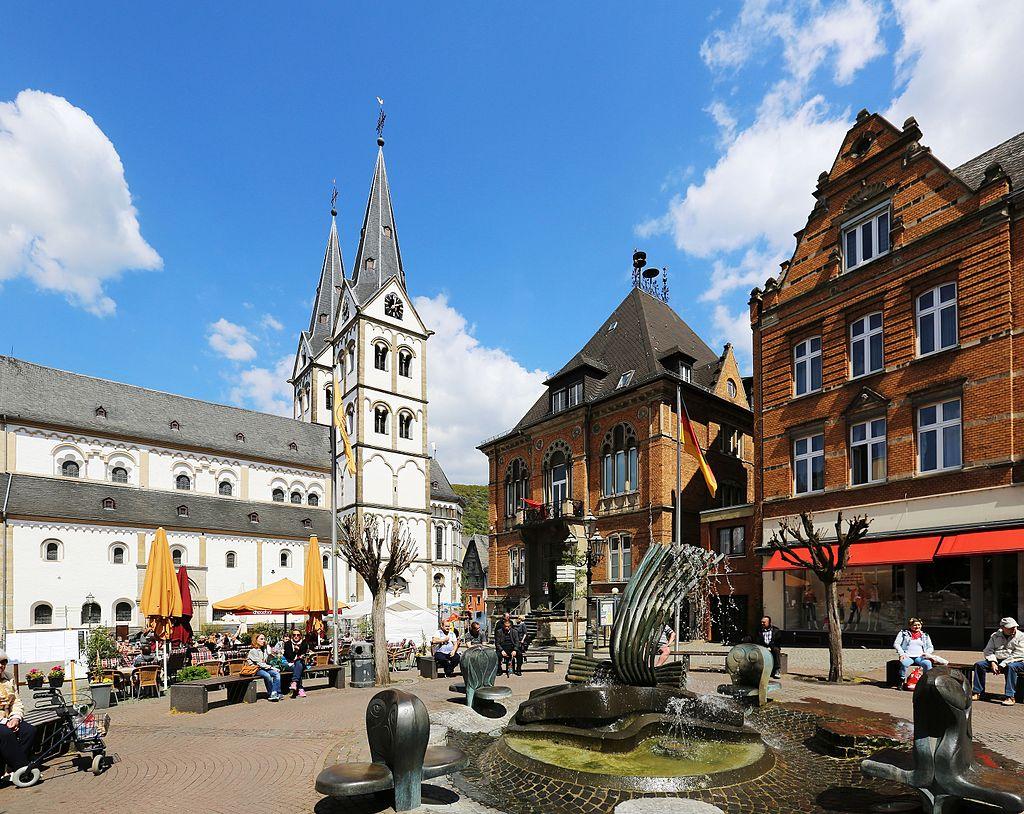 Boppard Markt, Brunnen, Rathaus und St. Severus