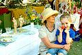 Boulespieler-Figuren auf einem selbstdekoriertem Tisch während der Pfingsttafel Hannover 2012 III Der kleine Boule-Bemaler.jpg