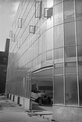 Curtain wall (architecture) - Glass curtain wall of the Kant-Garage (parking garage), Berlin, 1929/30