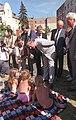 Bundesarchiv Bild 183-1988-0819-431, Berlin, Besuch Lafontaine, Spaziergang in Köpenick.jpg