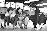 Bundesarchiv Bild 183-1988-1209-021, Simone Lang, Jutta Müller, Evelyn Großmann.jpg