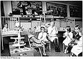Bundesarchiv Bild 183-1989-0921-013, Schwerin, Bezirkskrankenhaus, Kinderbetreuung.jpg
