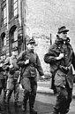 Bundesarchiv Bild 183-85701-0004, Berlin, Mauerbau, Kampfgruppen.jpg