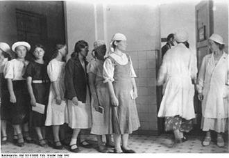 Nazi birthing centres for foreign workers - Image: Bundesarchiv Bild 183 B19880, Ausländische Arbeitskräfte im III. Reich, Ostarbeiter