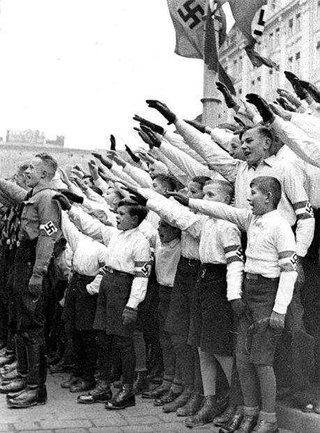 Archivo:Bundesarchiv Bild 183-E12088, Posen, Amtseinführung Arthur Greiser.jpg