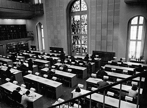 """Bundesarchiv Bild 183-J0305-0302-001, Berlin, """"Alte Bibliothek"""", Lesesaal"""