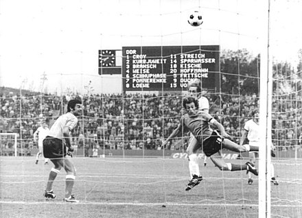 Streich heads East Germany into the lead v. Argentina Bundesarchiv Bild 183-N0704-308, Fussball-WM, DDR - Argentinien 1-1.jpg