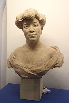 Buste de la reine Ranavalona -Ernest Dubois (1863-1930).jpg