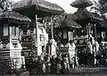 COLLECTIE TROPENMUSEUM Balinese kinderen op een tempelcomplex TMnr 60050066.jpg