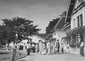 Bonifacius Cornelis de Jonge - Gouvernor-Generaal B.C. de Jonge visits the HVA hospital Toeloengredjo near Kediri, 06-04-1935.