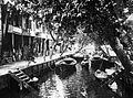COLLECTIE TROPENMUSEUM Het hoofdkanaal (verkeersparit) van Pontianak dat tevens dienende voor drainage West-Borneo TMnr 10007857.jpg
