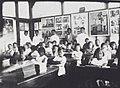 COLLECTIE TROPENMUSEUM Schoolkinderen in de eerste klas van een Hollands-Inlandse School (HIS) krijgen les van de voor onderwijzer studerende leerlingen van de Hogere Kweekschool (HKS) in Bandoeng TMnr 60041669.jpg