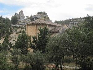 Cañón de Río Lobos - Ermita San Bartolomé de Ucero desde Las Cuevas de San Bartolomé.JPG