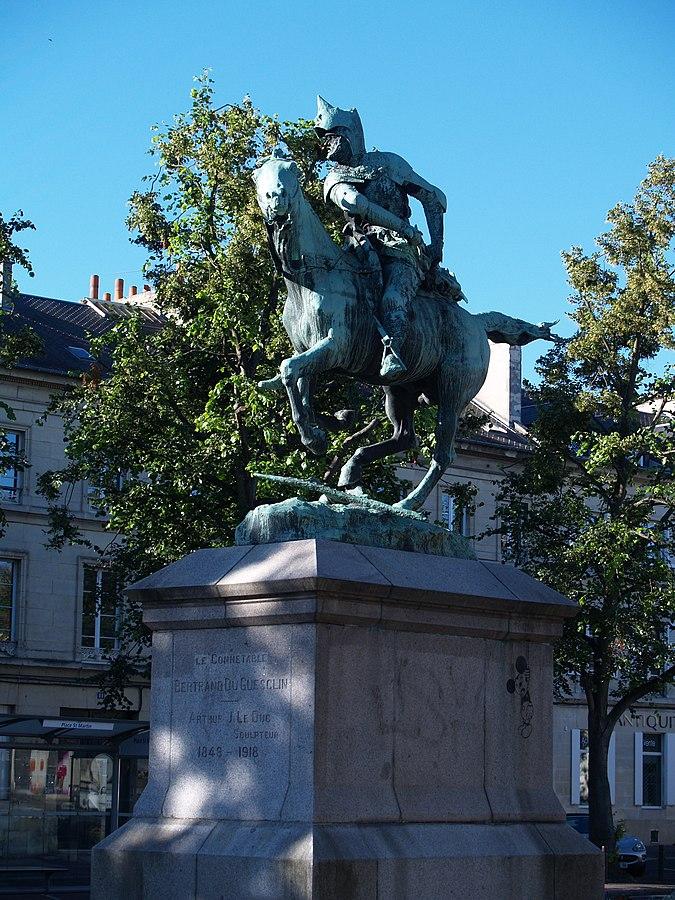 equestrian statue of Bertrand du Guesclin
