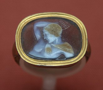 Ring (jewellery) - Image: Cameo ring bm 2014