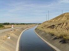https://es.wikipedia.org/wiki/Canal_(ingenier%C3%ADa)