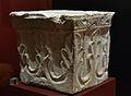 Capitell amb decoració de pentafolis enllaçats de tradició bizantina, Pla de Nadal, Museu de Prehistòria de València.JPG