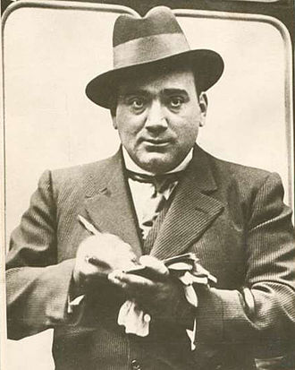 Enrico Caruso - Caruso signing his autograph; he was obliging with fans