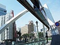 Chiba monorail train.jpg
