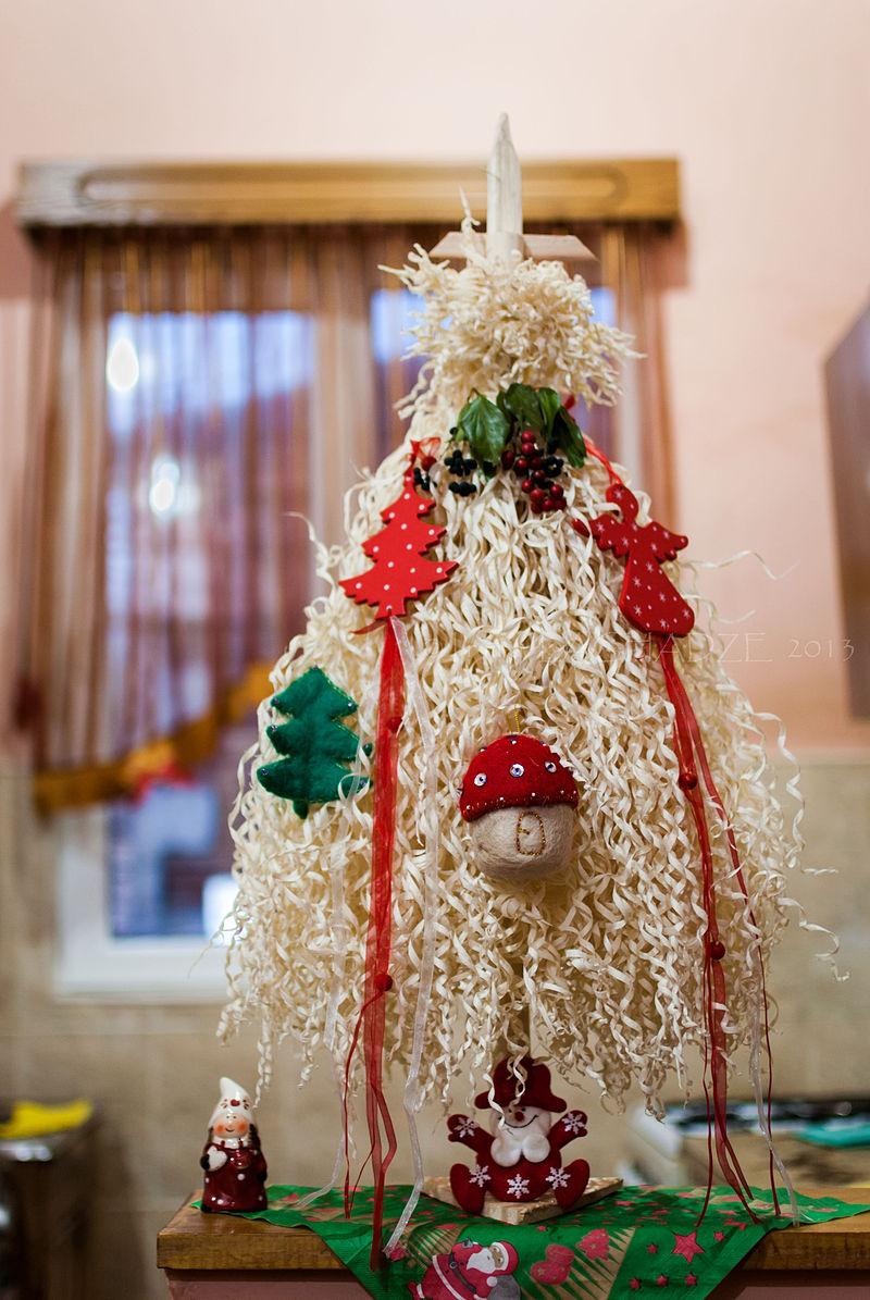 Chichilaki Georgian christmass tree.jpg