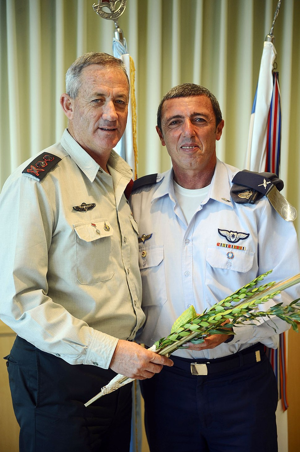 Chief Military Rabbi Hands IDF Chief of Staff the Four Species - Flickr - Israel Defense Forces
