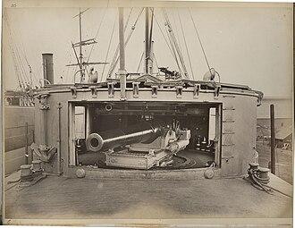 Chinese cruiser Yangwei - Image: Chinese Cruiser Yangwei main gun