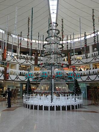 Select Citywalk - Christmas tree