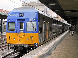 NSW TrainLink V set - A DIM power car at Sydney Central