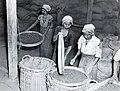 Collectie NMvWereldculturen, TM-60042233, Foto- Damar zeven, 1940-1950.jpg