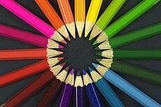 الالوان 230px-Colouring_pencils