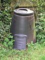 Compost bin 16l07.JPG
