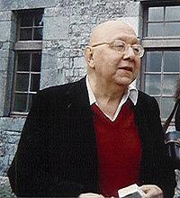 Ο Κορνήλιος Καστοριάδης κατά τη διάρκεια μιας τηλεοπτικής συνέντευξης το 1990
