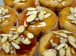 Nappage - Cupcakes topped with nappage and almonds.