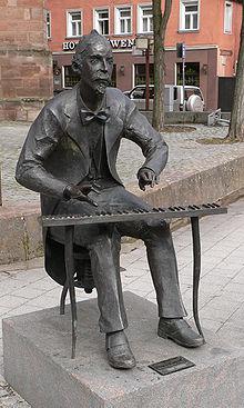 Denkmal Adolph von Henselts (von Clemens Heinl) in Schwabach (Quelle: Wikimedia)