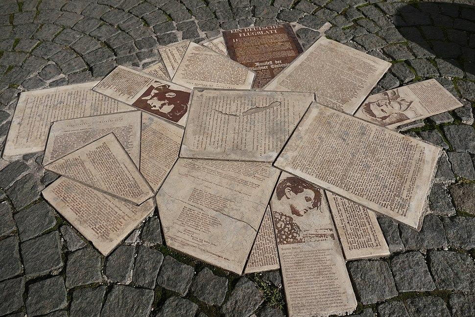Denkmal für die Geschwister Scholl und Christoph Probst als Teil des Weiße-Rose-Mahnmals